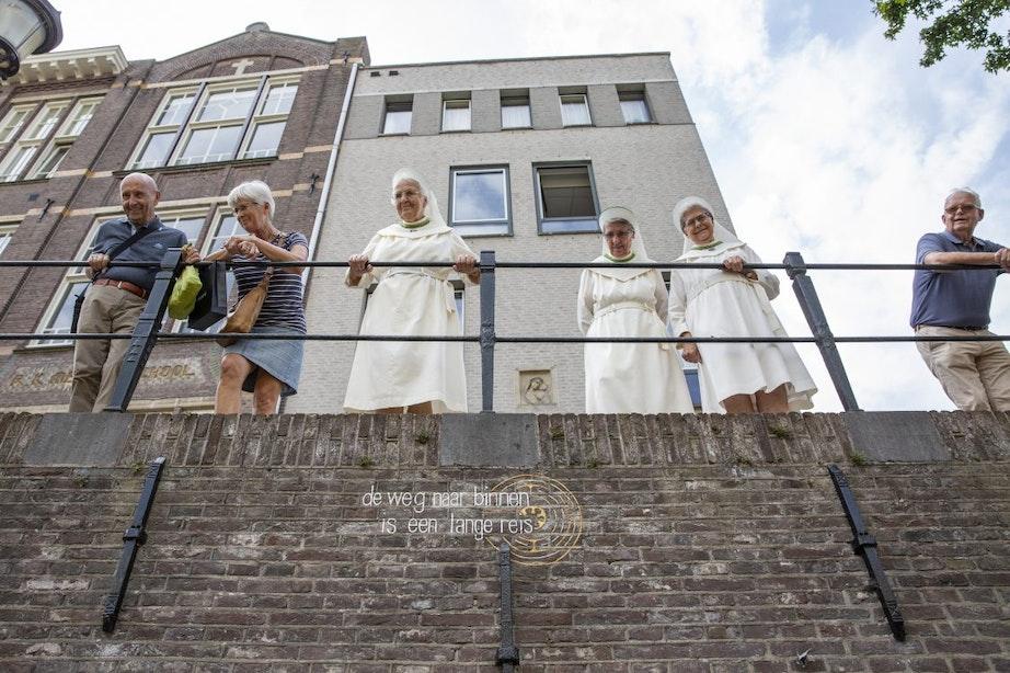 Zusters Augustinessen verkopen historische grachtenpanden; maar blijven wel in de Waterstraat