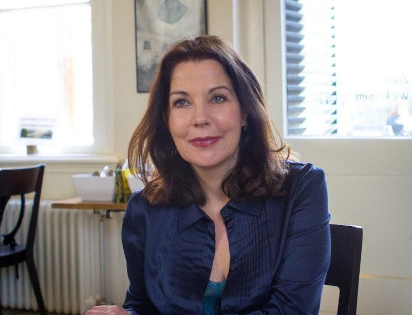 Schrijver Manon Uphoff te gast bij Sofie van den Enk