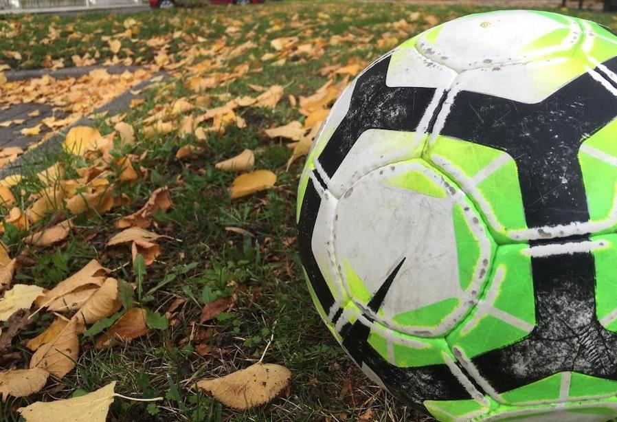 Historische derby tussen kampong en WV-HEDW, de slechtste voetbalteams van Nederland