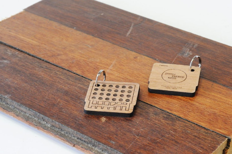 Historisch podiumhout TivoliVredenburg verkocht als sleutelhanger