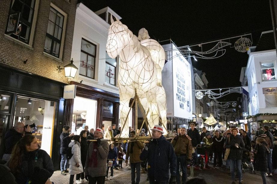 Foto's: Sfeervolle Sint Maarten Parade trekt door Utrechtse binnenstad
