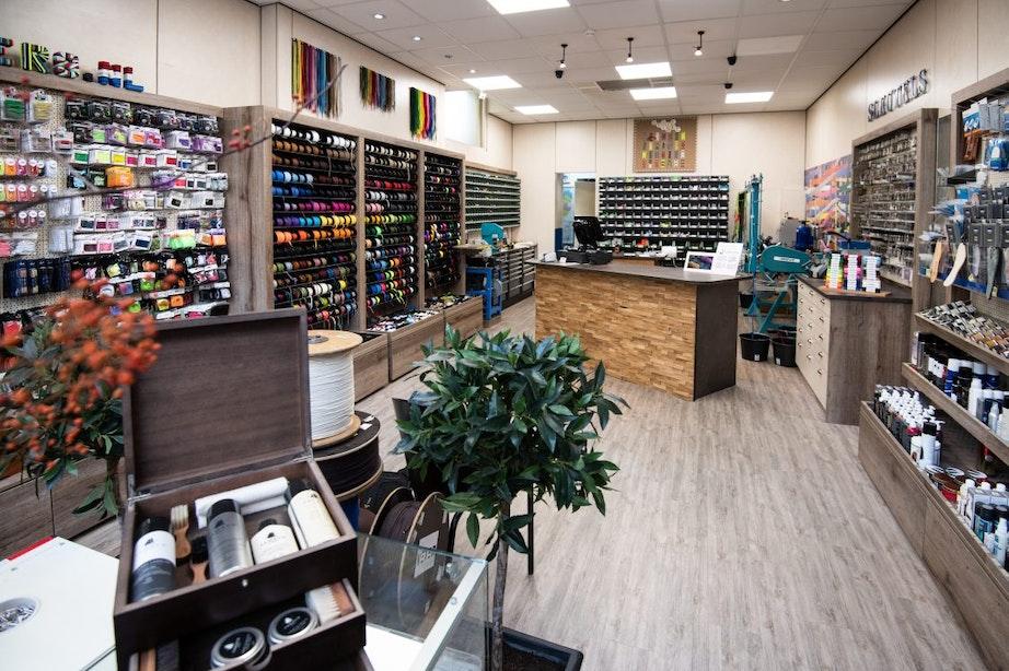 Op bezoek bij Dé Veterwinkel op de Springweg: 'In de zijstraatjes kom je nog unieke winkels tegen'