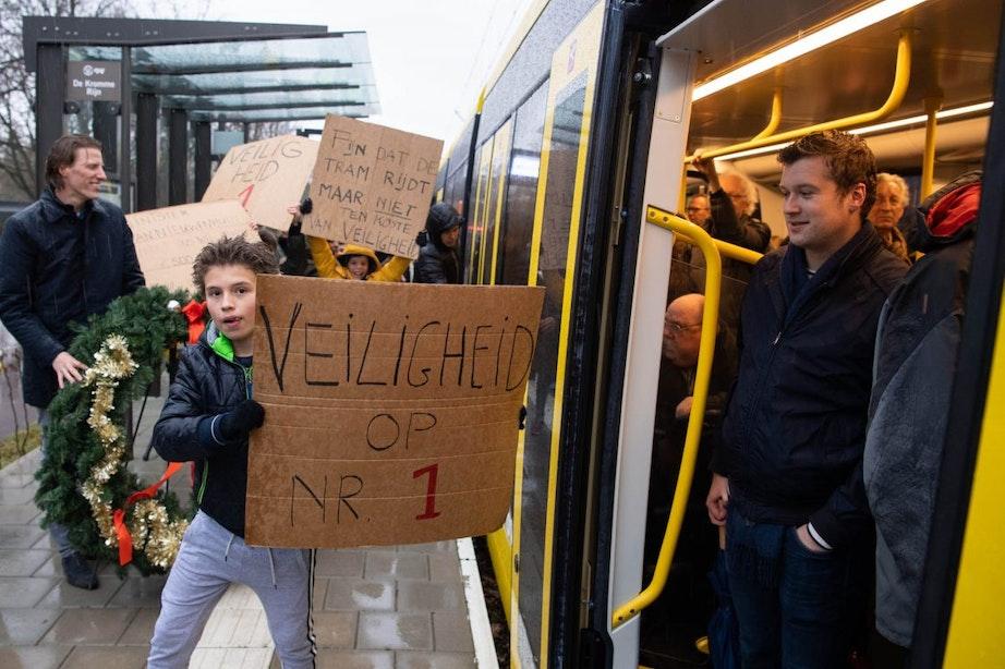 Tientallen demonstranten bij Uithoflijn vanwege 'onveilige situatie'