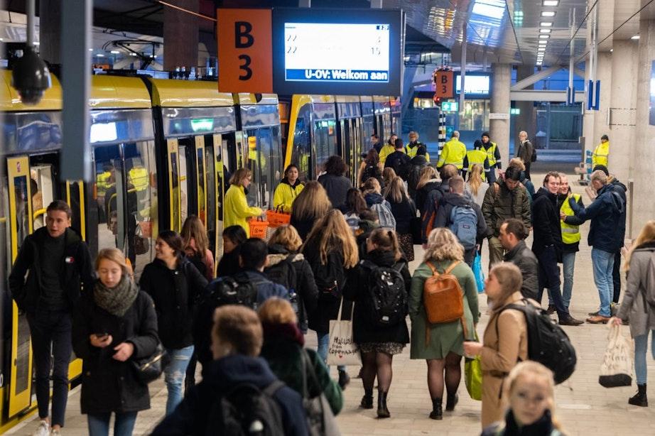 Van sardientjesbus naar proppen in de tram: de Uithoflijn rijdt nu echt