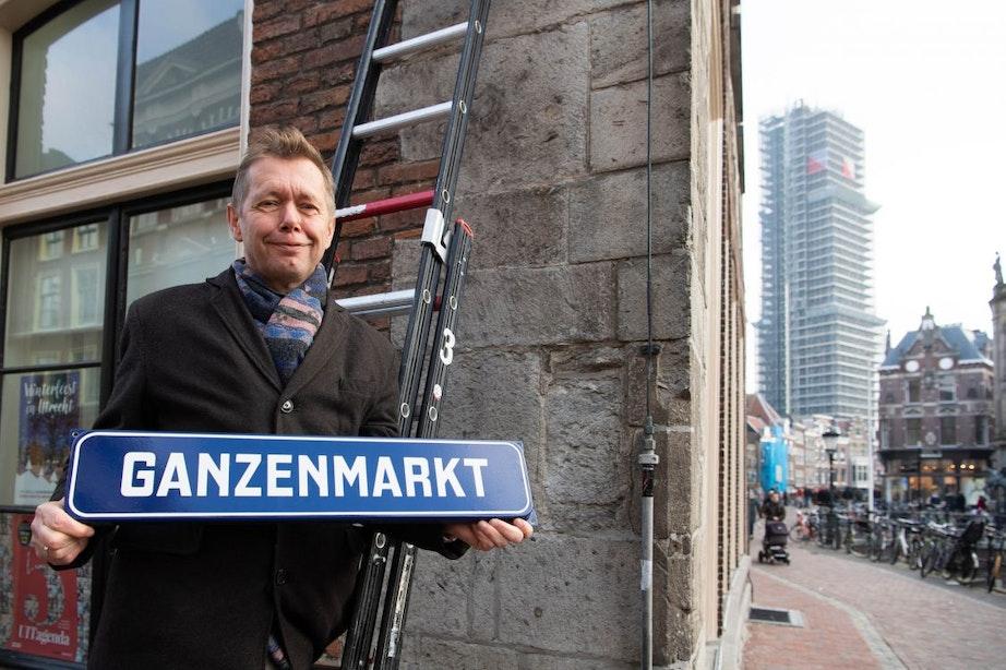 1200 straatnaamborden in binnenstad vervangen door 'ouderwetse' variant