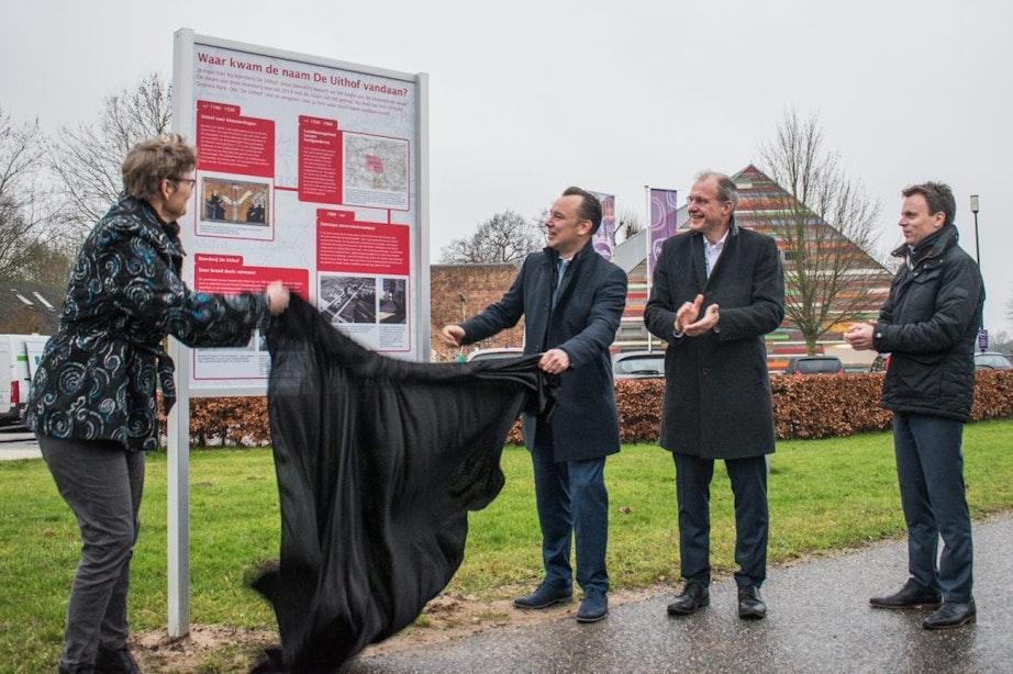 Informatiebord voormalige buurtnaam 'De Uithof' onthuld op Utrecht Science Park