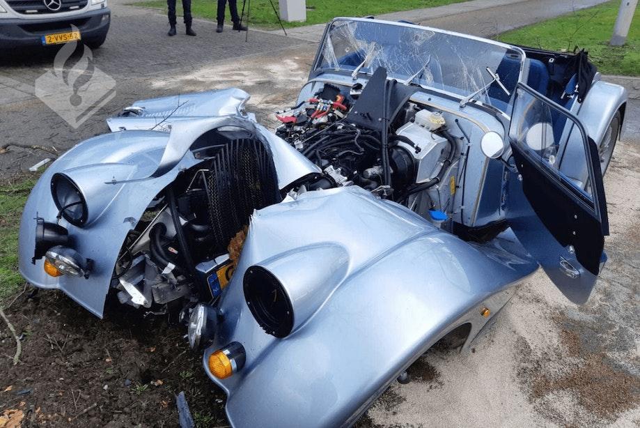 Politie zoekt getuigen van ongeluk met auto van 140.000 euro