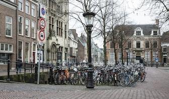 Eind september verdwijnen 14 parkeerplaatsen op het Janskerkhof om ruimte te maken voor fietsen