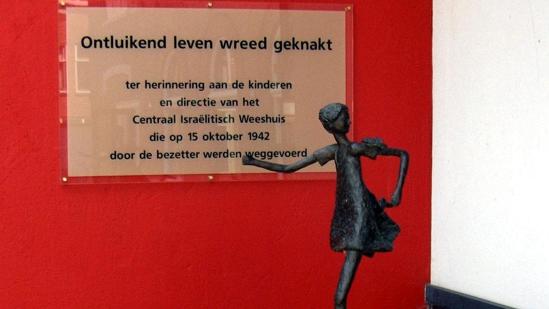 Utrechter (59) aangehouden voor diefstal joods herdenkingsbeeldje