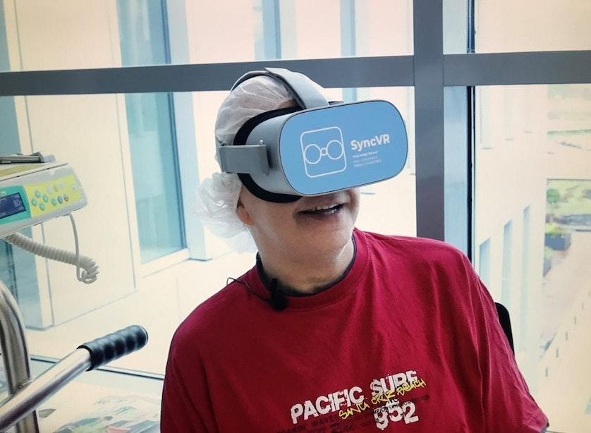 Patiënten St. Antonius Ziekenhuis ontsnappen even aan ziekte met VR-bril
