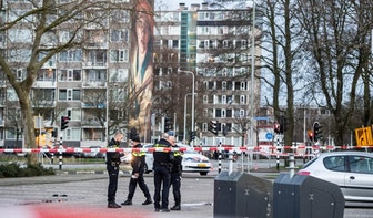 Video: Politie schiet op rijdende auto bij winkelcentrum Overvecht na autokraak