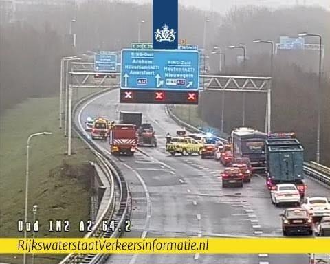 Verbindingsweg Knooppunt Oudenrijn afgesloten na ernstig ongeval.