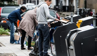 Afval naast Utrechtse papiercontainers niet het probleem van capaciteit, maar van menselijk gedrag