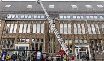 Dakpannen dreigen vanwege storm van Post Utrecht te waaien