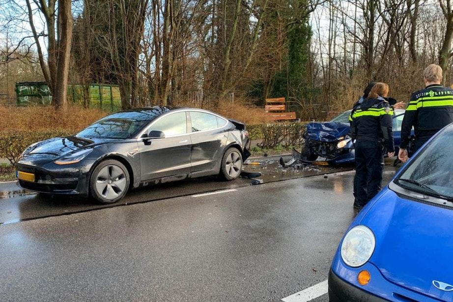 Brandweer en ambulance naar kop-staart botsing op Koningsweg