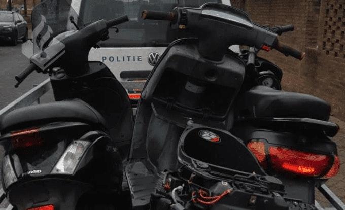 Scooterbestuurder steekt in op autoruit bij verkeersruzie en heeft huis vol gestolen spullen