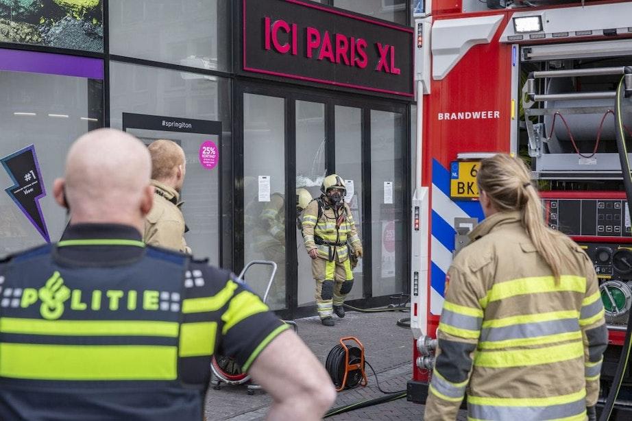 Brandweer rukt uit naar wat lijkt op brand bij ICI PARIS Vredenburg