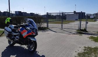 Nog steeds groepjes jongeren op afgesloten Utrechtse sportparken; politie schrijft boetes uit