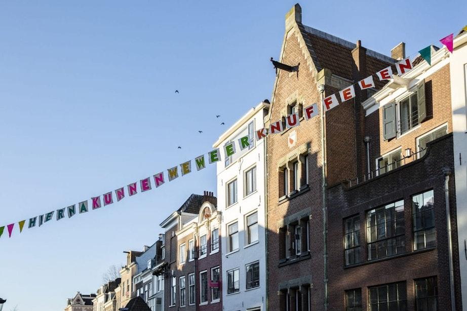 Slinger over de Oudegracht Utrecht: 'Hierna kunnen we weer knuffelen'