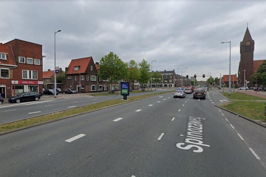 Man aangehouden na dodelijk ongeval Spinozaweg; Naar tweede persoon wordt nog gezocht