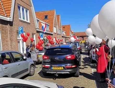 Wijkburgemeester Rivierenwijk Harry van Staa krijgt indrukwekkend eerbetoon