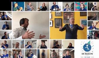 Burgemeester Jan van Zanen dirigeert Utreg Me Stadsie voor 100-jarige vereniging De Bazuin