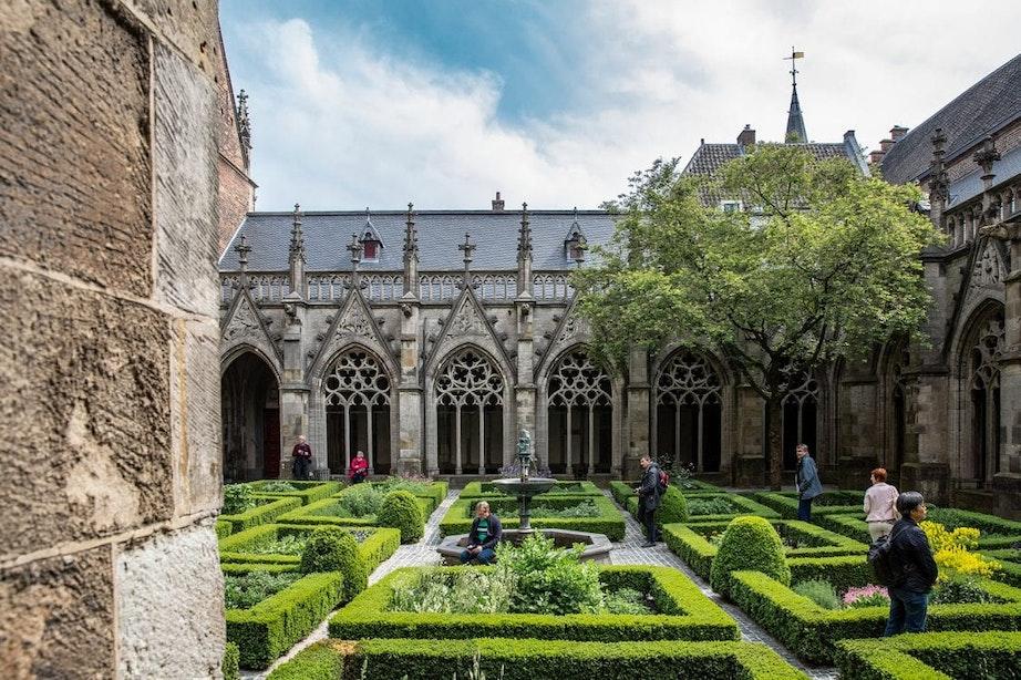 Geheimen van de stad: Pandhof en kloostergang