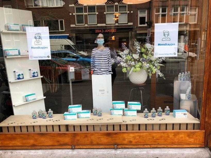 Pop-up winkel voor mondkapjes geopend aan Nachtegaalstraat