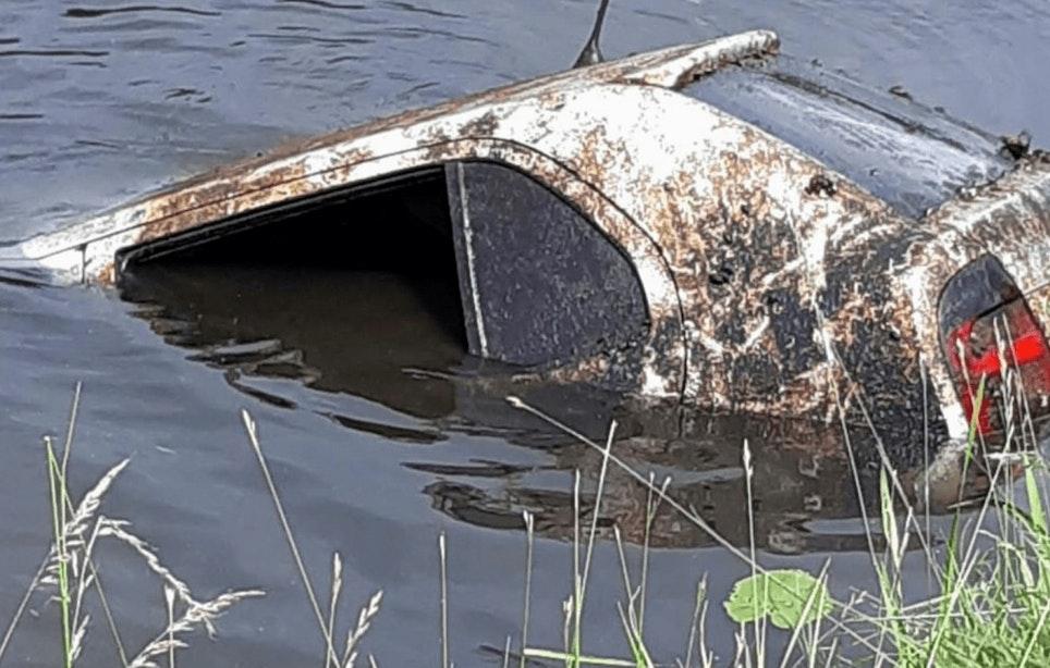 Auto die 7 jaar geleden werd gestolen teruggevonden in water bij Fort Blauwkapel