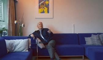 Televisie-interview: Jan van Zanen blijkt groot kunstliefhebber.