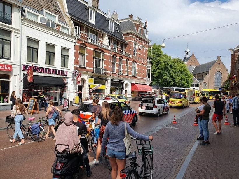 Fietser gewond na aanrijding Lange Jansstraat; Traumahelikopter opgeroepen