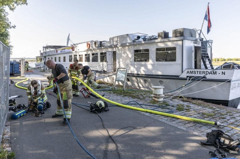 Brand aan boord van passagiersschip Amsterdam-Rijnkanaal; 29 toeristen geëvacueerd