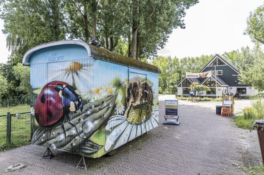 Verfdokter fleurt bouwkeet van Stadsboerderij Koppelsteede in Utrecht op