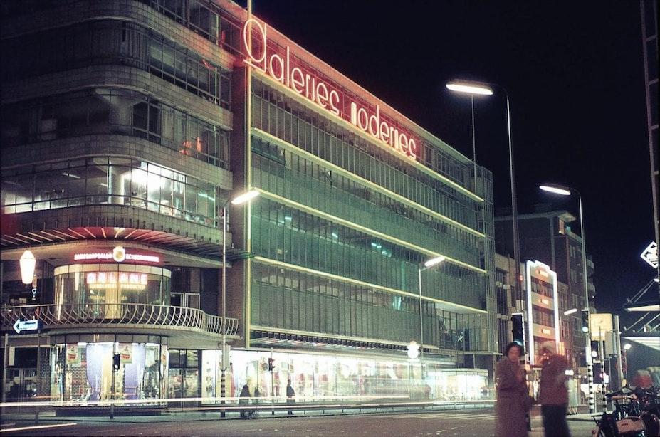 Galeries Modernes: glazen warenhuis met etalagepromenade