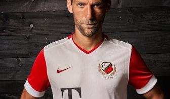 Dit is het jubileumshirt van FC Utrecht