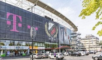 Nieuw logo van FC Utrecht op gevel van Stadion Galgenwaard