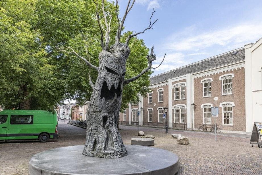 Griezelige kunstboom vervangt gouden courgette bij Centraal Museum in Utrecht