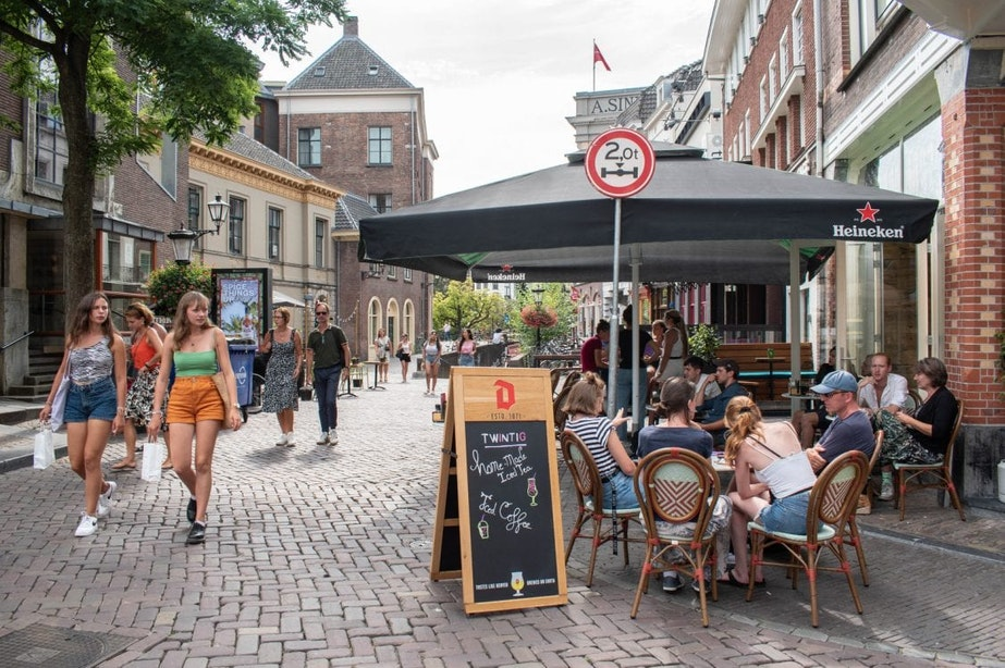 Gemeente Utrecht is voorstander van verlengen tijdelijke terrassen in strijd tegen coronavirus