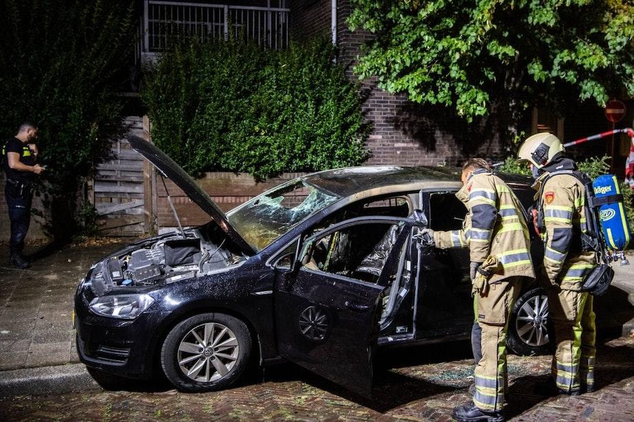 Auto in de brand gestoken in Utrechtse wijk Zuilen