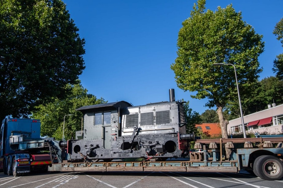Historische locomotief verhuist van station Zuilen naar museum
