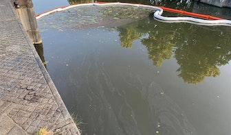 Merwedekanaal in Utrecht vervuild met olie; mogelijk sprake van illegale lozing