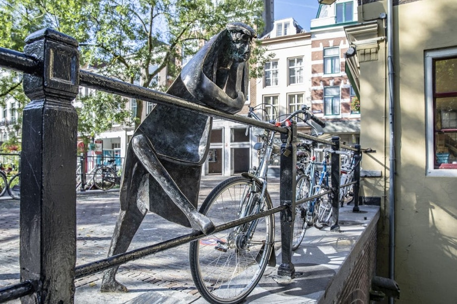 Nieuw standbeeld van een 'nietsnut' in het centrum van Utrecht