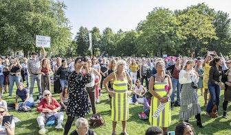 Honderden vrouwen (en mannen) demonstreren in Utrecht tegen coronamaatregelen
