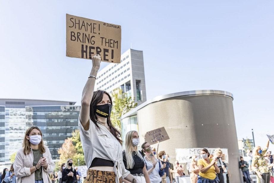 Demonstranten op Jaarbeursplein in Utrecht willen dat Nederland meer vluchtelingen opneemt