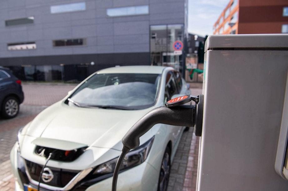 Gemeente Utrecht loopt niet warm voor kabelgoottegels om elektrische auto's op te laden vanuit woning