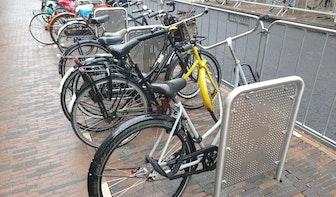 Gemeente Utrecht gaat fietsnietjes op de Voorstraat aanpassen: 'Ongelukkige keuze'