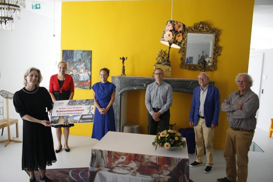 Wethouder krijgt 393 handtekeningen voor behoud van Utrechtse Rubenslaanschool