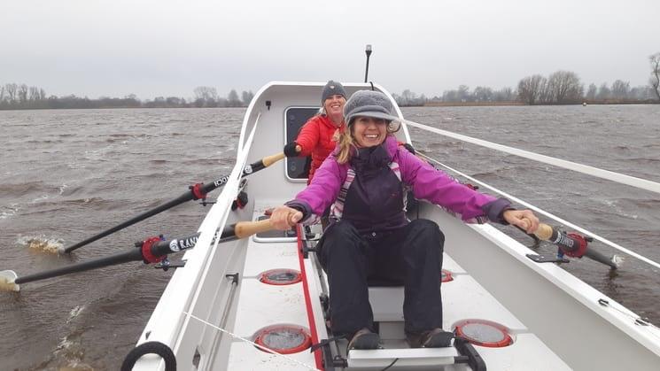 Vier vrouwen roeien Atlantische Oceaan over om geld op te halen voor onderzoek UMC Utrecht