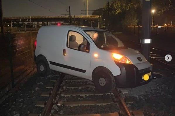 Wéér rijdt een dronken automobilist over de Uithoflijn in Utrecht