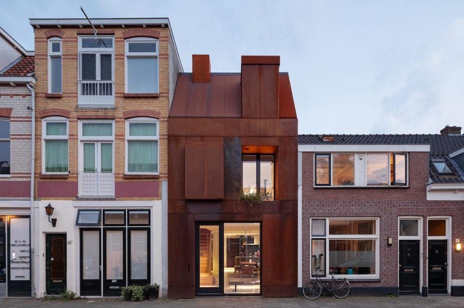 Bijzonder bouwproject in Utrecht: van garage naar woning met stalen gevel